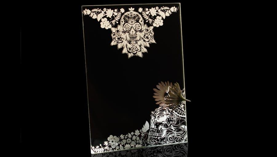Гравировка готический узор на стекле