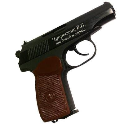 Гравировка на пистолете