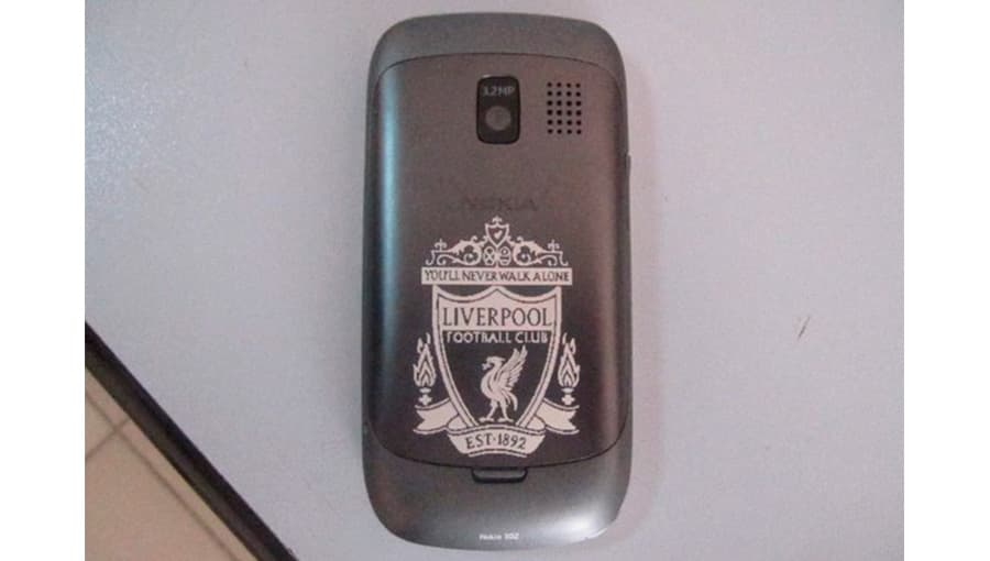 Гравировка на задней крышке телефона Nokia